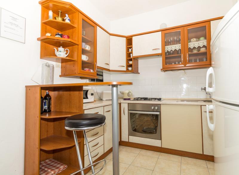 A4(4+2): kitchen