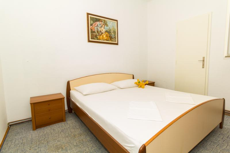 A4(4+2): bedroom