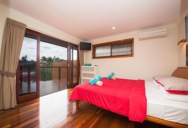 Water front bedroom with King bed (sleeps 2) LCD TV air cond and heating standard