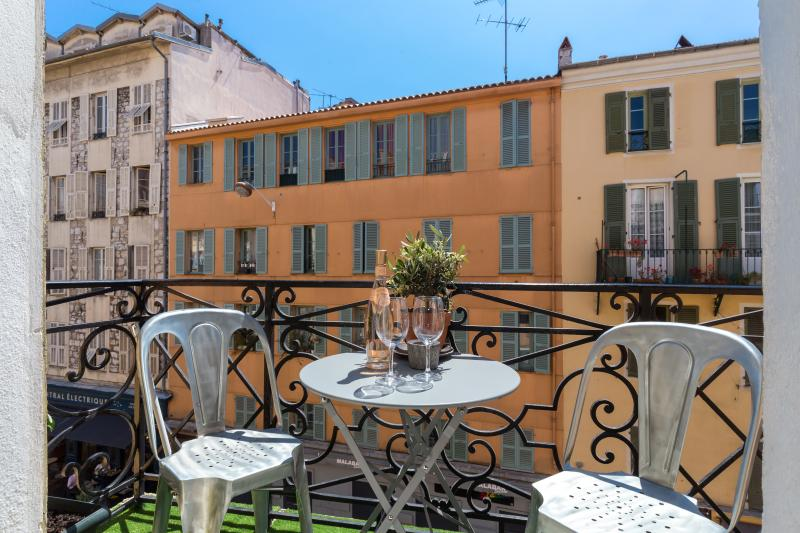 Terrace with view on Place des Pins