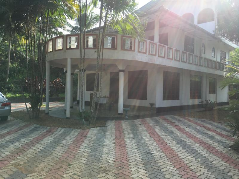 Hiru Villa, holiday rental in Induruwa