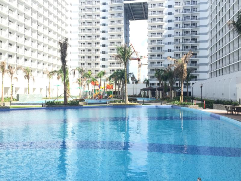 Shell Residences Swimming pool