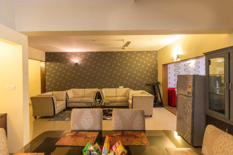 Service Apartment with Car n Driver, alquiler vacacional en Bangalore