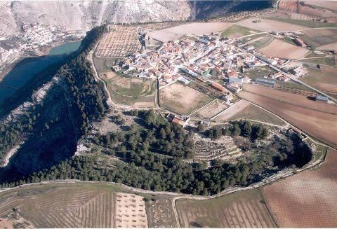 Aldea de La Gila, parte Alta Del cañon Del Rio JUCAR. Zona ideal senderismo y rutas bicicleta.