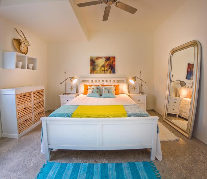 King Size bed. Kwaliteit matras en beddengoed.