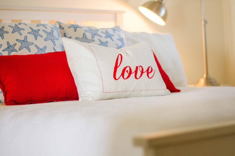 Zuid-Suite slaapkamer - Queen bed. Kwaliteit bed lijnen en matras.
