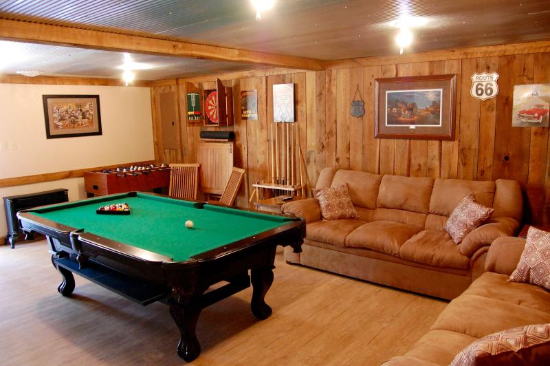 Peaceful Country Cottage with Game Room, holiday rental in Fall Rock
