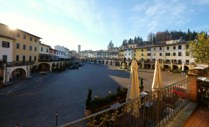 Aussicht von der Terasse auf die Piazza Matteotti