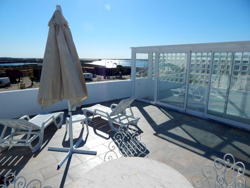 Solarium terrace on the roof (around 40 m²) - direct view on the channel & port