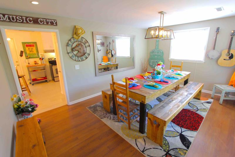 FUN & NEWLY RENOVATED NASHVILLE RETREAT – semesterbostad i Brentwood