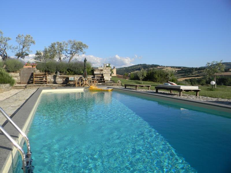 Private Villa in Family House with garden and pool, Ferienwohnung in Romazzano