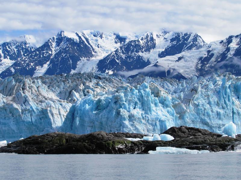 Come take a Hubbard Glacier Tour with the Yakutat Charter Boat Company!