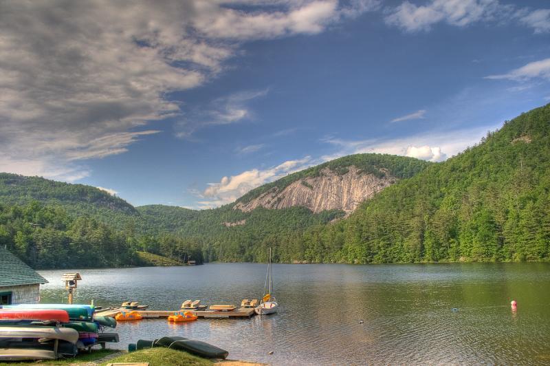 Canotaje en el lago privado en el Fairfield Sapphire Valley Resort