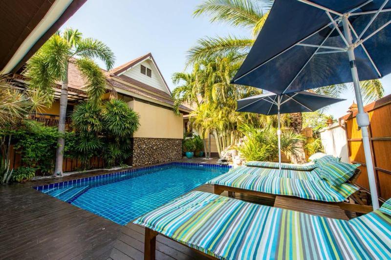 Luxury 3 Bedroom Thai / Bali Style Villa, aluguéis de temporada em Nong Prue