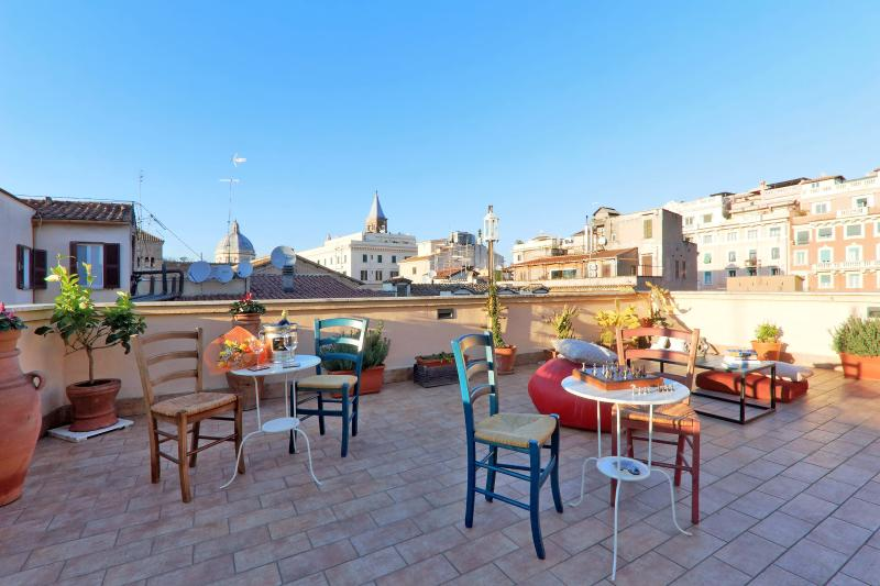 Stunning rooftop terrace in the true heart of Rome, vakantiewoning in Rome
