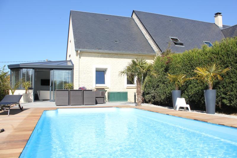 Une maison + une terrasse + une piscine = un petit paradis !