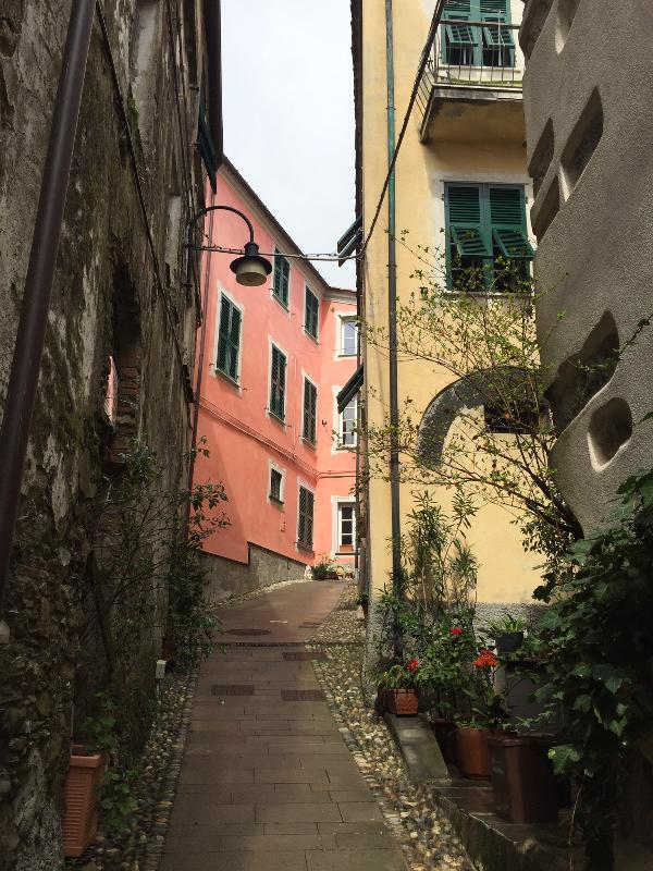 take a walk in the narrow delicious streets of Dosso!