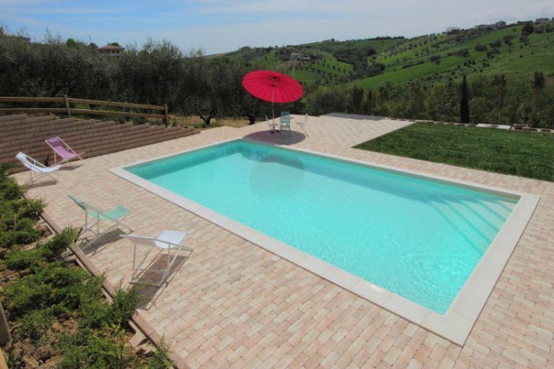 a bela piscina de água salgada, sem cloro, natural da pele, delicado para bambni