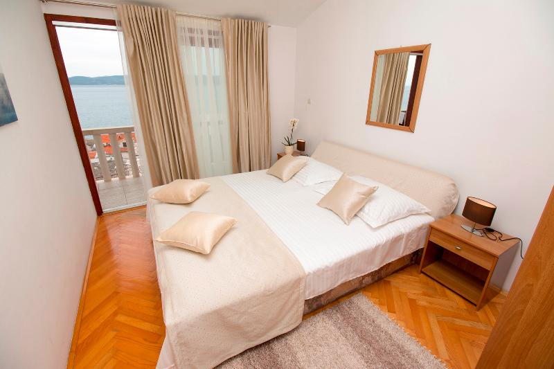 Lovely apartment for 2+2 persons with seaview, vakantiewoning in Pisak