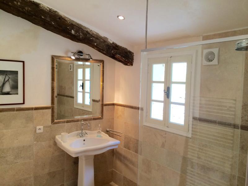 3rd Bathroom (shared)