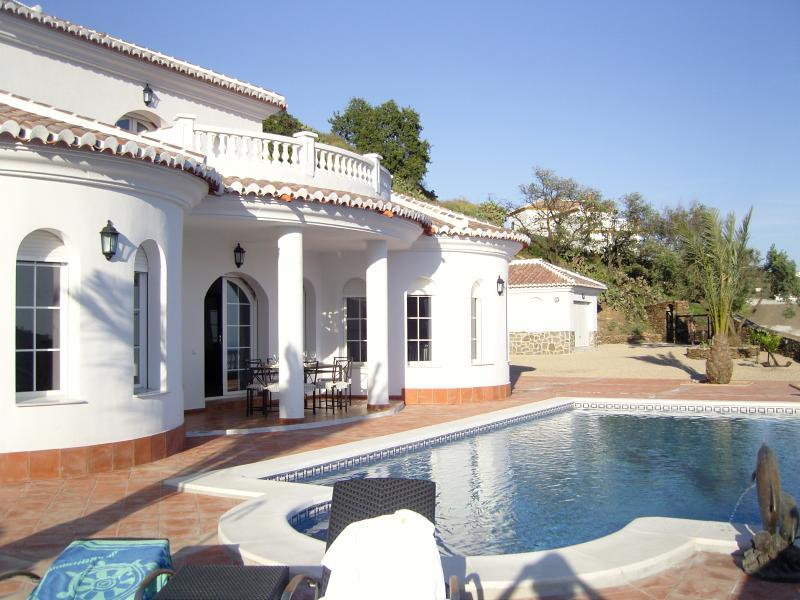 Front view Villa El Ancla