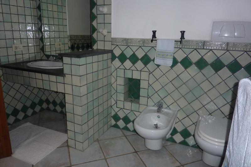 Room main bathroom.