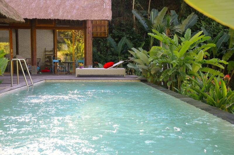 Luxurious villa, STAIRWAY TO HEAVEN, Ubud area!, holiday rental in Bresela