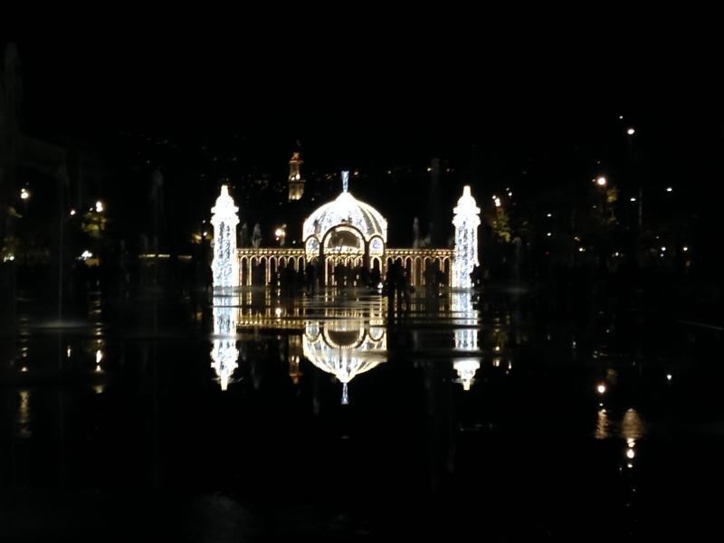 Jeu de lumière pour Noël Place Massena