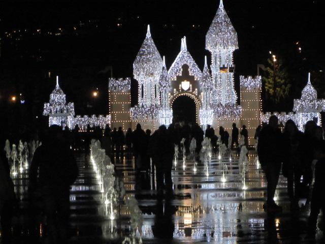 Quel beau spectacle de nuit !! Nizza la Bella, son merveilleux site et ses activités