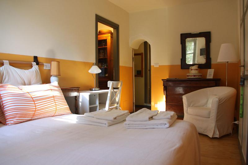 Popi's room Relais Villa Valpiana, vacation rental in Sciolze