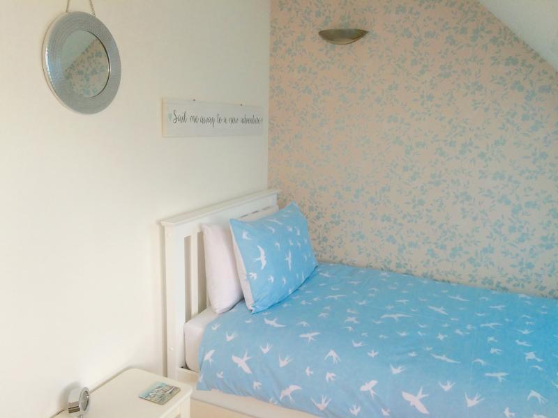 2nd floor twin bedroom  - fantastic sea views