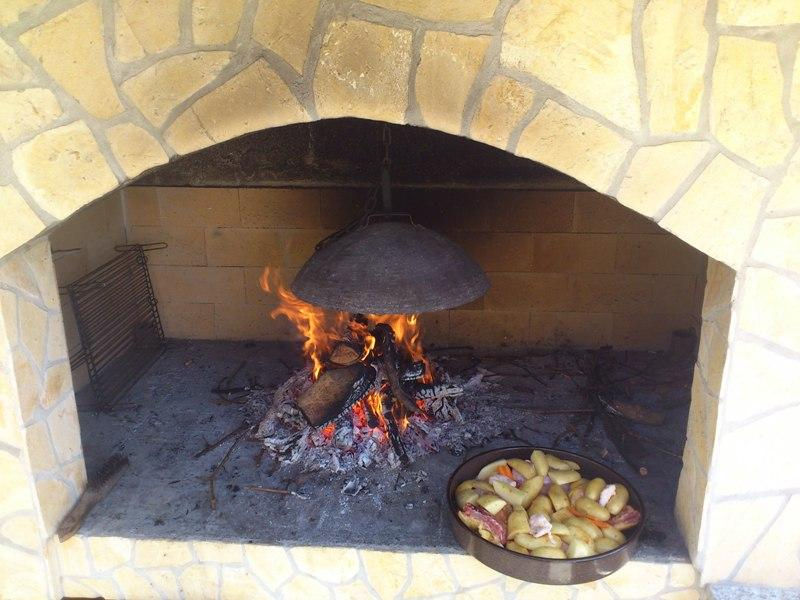 Making PEKA - traditional Croatian meal