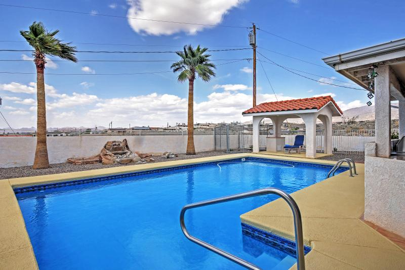 Take refreshing dips in the private poo at Lake Havasu getaway!