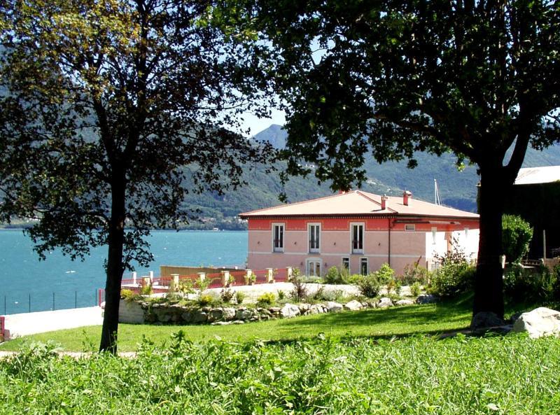 Villa David rent villa Menaggio - Lake Como, vacation rental in Pianello del Lario