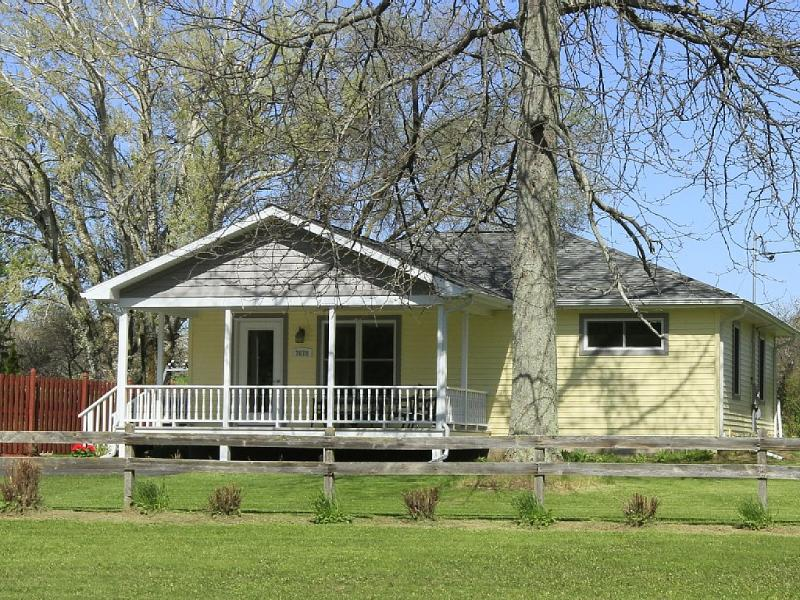 The Yellow House in Egg Harbor, holiday rental in Egg Harbor