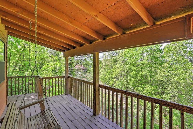 Évadez-vous vers les bois à la vue sur la montagne Location de vacances cabine!