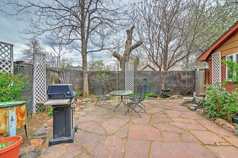 Breng uw avonden grillen op deze ruime patio.