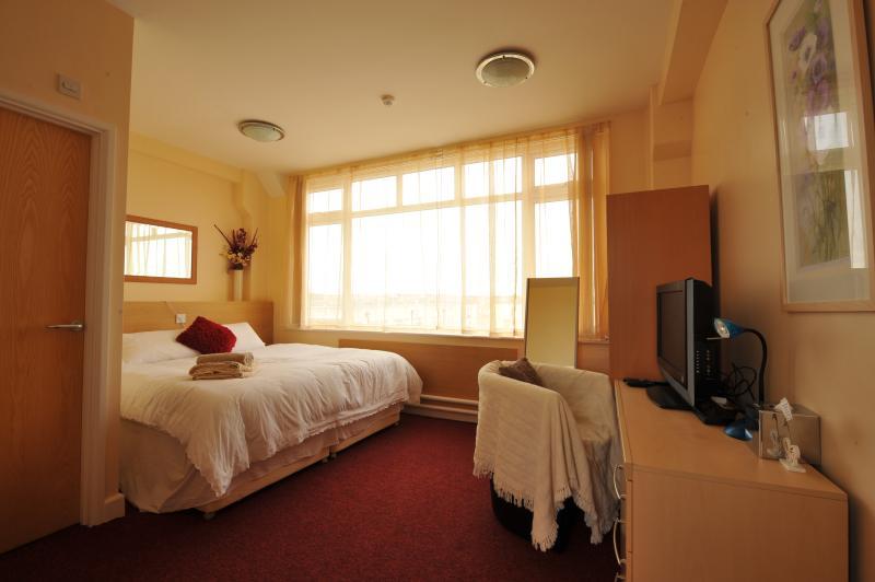 bedroom,full view