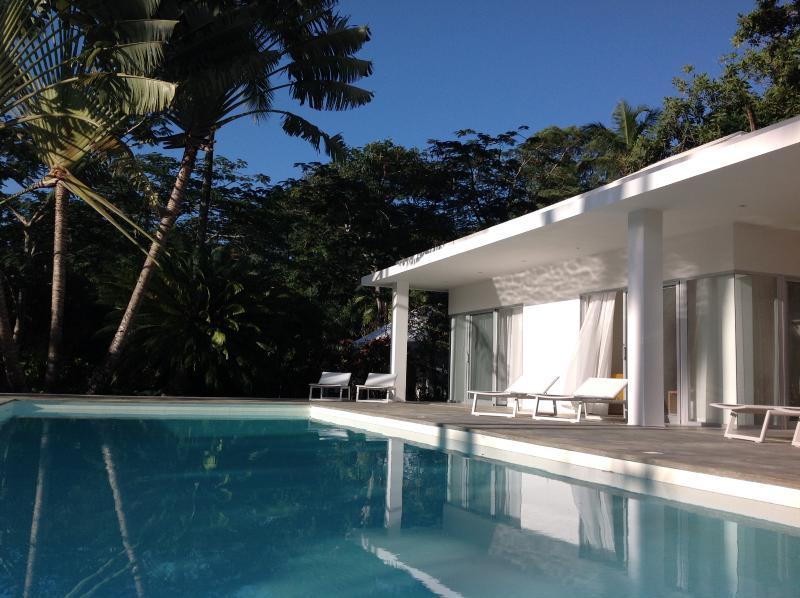 La Maison, les chambres avec vue piscine.