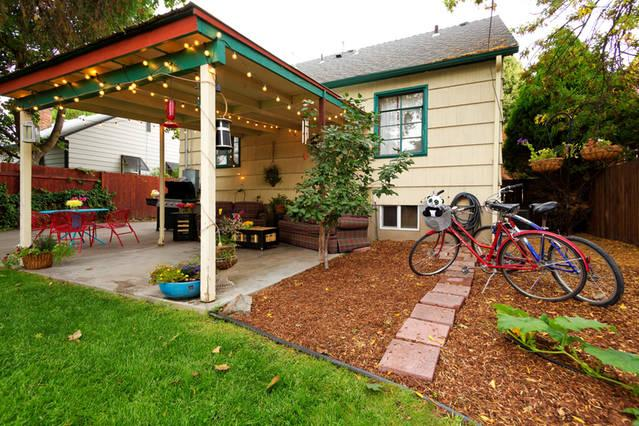 Cruiser bikes, covered patio, wifi extends outdoors, patio lights, garden and yard!