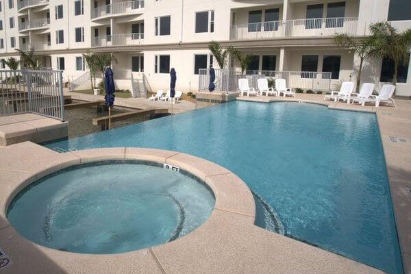 Las Marinas Hot Tub & Pool Area