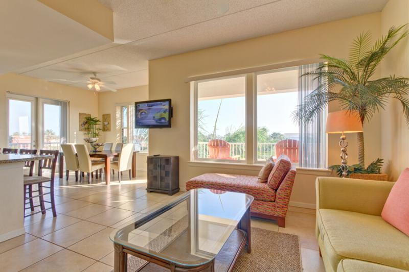 Las Marinas 301 Living Area