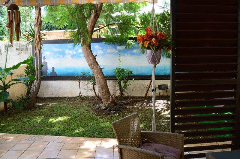 Indian Ocean's Place: Apt pour 6 pers. avec jardin, holiday rental in Saint-Pierre