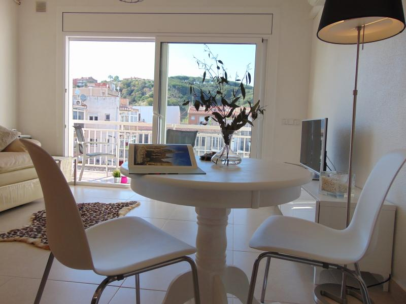Quiet apartment, perfect for couples. Located in a peacefull area close to the old church in Calella