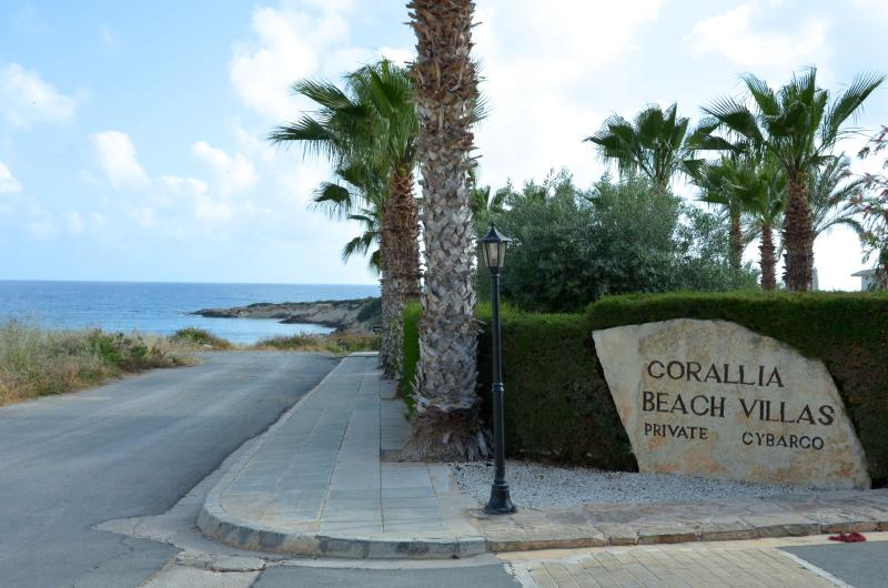 Corallia Beach Villas - entrance - 100 m to sea
