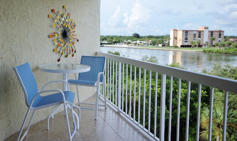 Een van uw vele uitzicht op de Intercoastal in Indian Shores van Water View 404