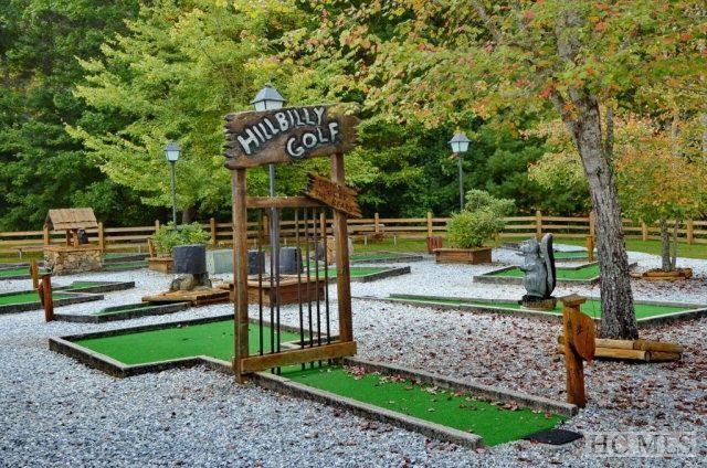Montaña mini golf para los niños en Sapphire Valley Resort.