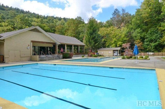 Dos piscinas al aire libre (de temporada) en el Sapphire Valley Resort.