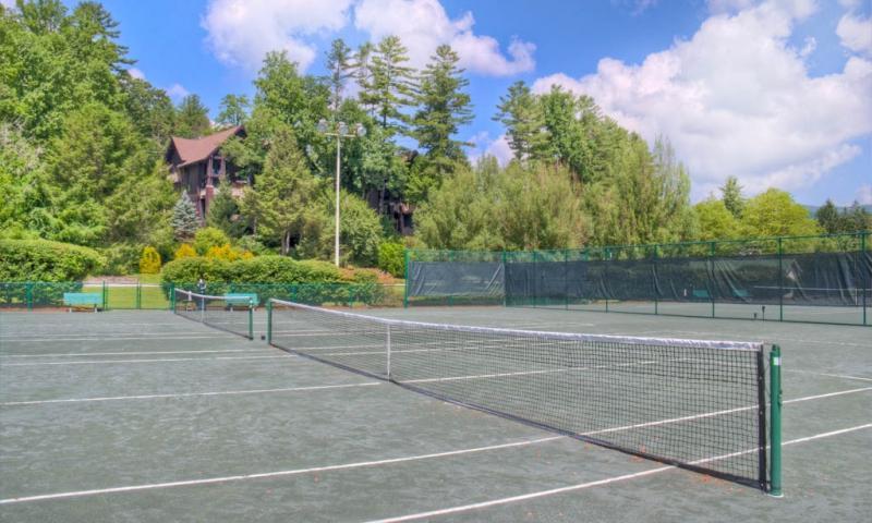instalaciones de tenis en el Sapphire Valley Resort-a disposición de nuestros huéspedes.