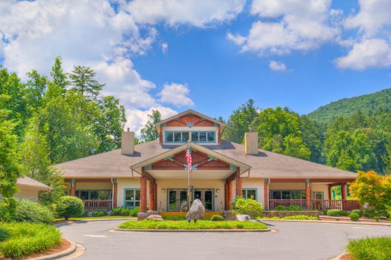 El Centro Sapphire Valley Comunidad y Ski Lodge en el SV Resort.
